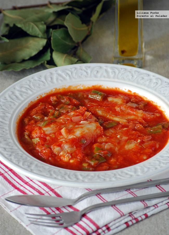 Bacalao en salsa de tomate y pimiento verde. Receta de SemanaSanta