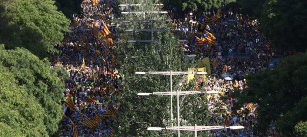 En directe: Una enorme manifestació exigeix la llibertat dels presospolítics